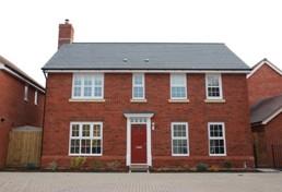 Immobiliengutachter checkt Altbau und Gebrauchtimmobilie
